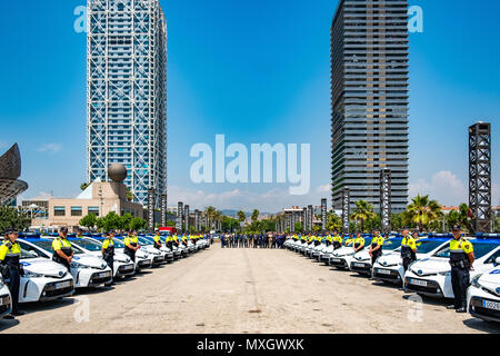 Barcelona, Spain. 4th June, 2018. The new vehicle fleet of the Guàrdia Urbana de Barcelona presented in training at the base of the Villa Olímpica Towers. With the presence of Mayor Ada Colau and the security commissioner Amadeu Recasens, the presentation of the new patrol vehicle fleet of the Guardia Urbana de Barcelona Police  has taken place. The investment was 12.6 million euros. The new vehicles with a hybrid system allow a fuel saving of 608 euros per vehicle per year. These new cars are equipped with new communication technology and cameras with license plate recognition. - Stock Photo