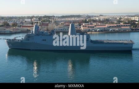 161118-N-MZ078-271  SAN DIEGO (Nov. 18, 2016)  San Antonio-class amphibious transport dock ship USS John P. Murtha (LPD 26) arrives to its new homeport Naval Base San Diego Nov. 18. (U.S. Navy photo by Seaman Lucas T. Hans/Released) - Stock Photo