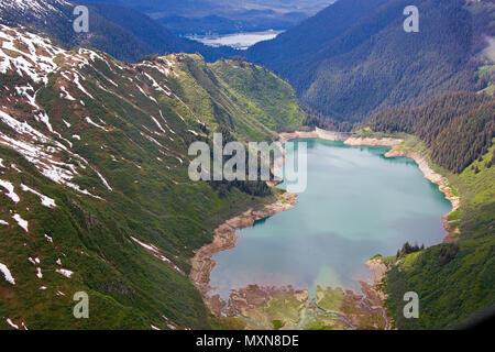 Gletschersee am Mendenhall-Gletscher, Juneau, Alaska, Nordpazifik, USA   Glacier lake at Mendenhall glacier, Alaska, North Pacific, USA - Stock Photo