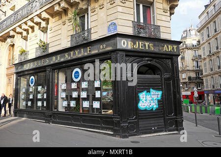 Laroppe Immobilier property estate agent office in an old antique shop on rue de Maubeuge sreet in Paris France  KATHY DEWITT - Stock Photo