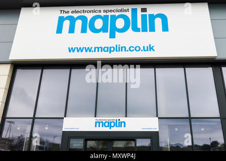 Logo and sign of the UK electronics retailer Maplin - Stock Photo