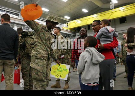 A Soldier of 6th Squadron, 8th Cavalry Regiment, 2nd Infantry Brigade Combat Team, 3rd Infantry Division reunites with loved ones at Fort Stewart, Georgia, December 13, 2016. Troopers of 6-8 Cav. returned from a five-month rotation supporting Joint Multinational Training Group-Ukraine, building sustainable training capacity and capability within Ukrainian land forces. (U.S. Army photo by Staff Sgt. Candace Mundt/Released) - Stock Photo