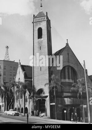 St Andrews Presbyterian Church, Ann Street, Brisbane, c 1950. From the Queensland Heritage Registerid=600086 ) .  St Andrews Church was constructed in 1905 for the local parish of the Presbyterian Church previously located on land now used as part of Brisbane Central Railway Station. The building was designed by innovative architect, George D. Payne.  The Presbyterian congregation who eventually built St Andrew's, constructed their first church at the corner of Wickham Terrace and Creek Streets in 1863. This building, designed by Benjamin Backhouse, was known as the Union Presbyterian Church i - Stock Photo