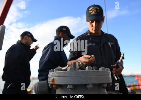 161219-N-JI086-022 - VALENCIA, Spain (Dec. 20, 2016) Petty Officer 3rd Class Enrique Gonzalez, from San Bernardino, Calif., checks his tools aboard the guided-missile destroyer USS Porter (DDG 78) as the ship prepares to take on fuel pier-side in Valencia, Spain, Dec. 20, 2016. Porter, forward-deployed to Rota, Spain, is conducting naval operations in the U.S. 6th Fleet area of operations in support of U.S. national security interests in Europe. (U.S. Navy photo by Seaman Ford Williams/Released) - Stock Photo