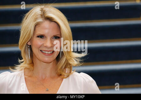 London UK. 5th Jun, 2018. Kelli O'Hara, poses during a photocall for the Rogers and Hammerstain's musical 'The King and I' at a rehearsal studio in London, U.K. Tuesday, June 5, 2018.  The production, starring Ken Watanabe as the King and Kelli O'Hara as Anna, opens for previews at the London Palladium from June 21. Pihoto: Luke MacGregor Credit: Luke MacGregor/Alamy Live News - Stock Photo