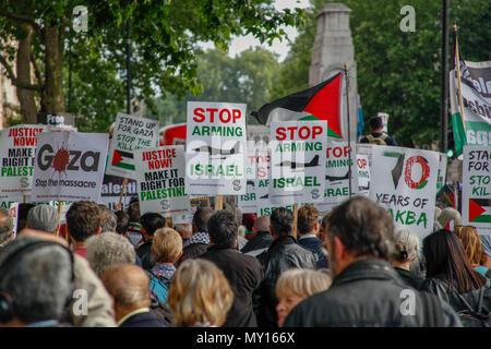 London, UK. 5th June, 2018. Pro-Palestinian Protester Credit: Alex Cavendish/Alamy Live News - Stock Photo