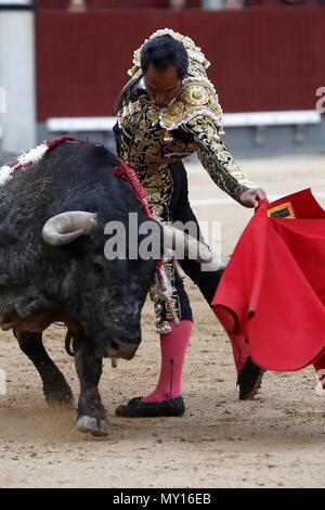 Madrid, Spain. 5th June, 2018. Colombian bullfighter Luis Bolivar performs a pass on his first bull during the 29th bullfight of San Isidro's Fair at Las Ventas bullring in Madrid, Spain, 05 June 2018. EFE/Mariscal Credit: EFE News Agency/Alamy Live News - Stock Photo