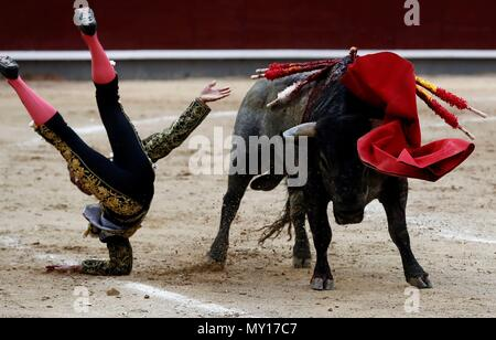 Madrid, Spain. 5th June, 2018. Colombian bullfighter Luis Bolivar gets gored during the 29th bullfight of San Isidro's Fair at Las Ventas bullring in Madrid, Spain, 05 June 2018. EFE/Mariscal Credit: EFE News Agency/Alamy Live News - Stock Photo