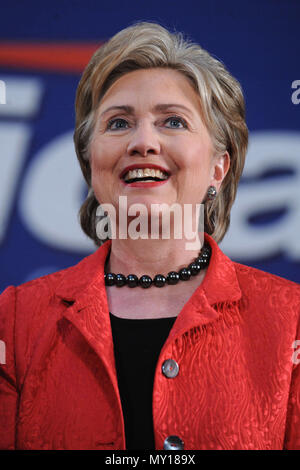 PHILADELPHIA - APRIL 11, 2008 : Democratic Presidential candidate Sen. Hillary Clinton (D-NY) makes remarks during campaign stop at Drexel University in Philadelphia, Pennsylvania   People:  Hillary Clinton - Stock Photo