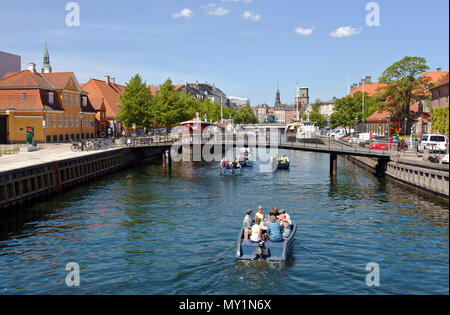 Electric Goboat picnic tour boats in Frederiksholm Canal in Copenhagen, Denmark. Pedestrian bridge and further away the Prince's Bridge, Prinsens Bro. - Stock Photo