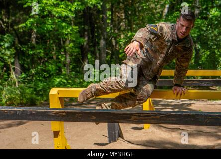 1st LT, May 24, 2018. Ryan Rodgers, 3rd Brigade Combat Team, 101st Airborne Division (Air Assault) navigates the six vaults obstacle during the Best Air Assault Competition at The Sabalauski Air Assault School May 24 at Fort Campbell. Air Assault qualified Soldiers of the 101st competed in several events such as a 12 mile road march, a written exam, a buddy run, rappelling, a medical evacuation and trauma lane, obstacle course and sling load inspection. () - Stock Photo