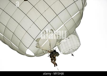 A U.S. Army Paratrooper, assigned to the 173rd Brigade Support Battalion, 173rd Airborne Brigade, prepares to land after exiting a U.S. Air Force 86th Air Wing C-130 Hercules aircraft, during airborne operation at Juliet Drop Zone in Pordenone, Italy May 22, 2018, May 22, 2018. The 173rd Airborne Brigade is the U.S. Army Contingency Response Force in Europe, capable of projecting ready forces anywhere in the U.S. European, Africa or Central Commands' areas of responsibility. (U.S. Army photo by Davide Dalla Massara). () - Stock Photo