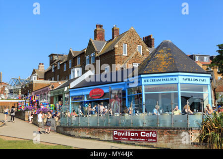 Hunstanton, shops, cafes, ice cream parlours, girt shops, seaside resort, town, Norfolk. - Stock Photo