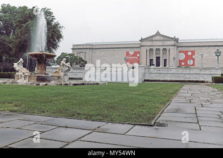 Chester Beach's 'Fountain of the Waters' adorns Wade Park in front of the south entrance of the Cleveland Museum of Art in Cleveland, Ohio, USA. - Stock Photo