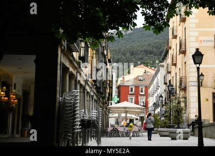 Madrid, Spain. 5th June, 2018. A woman walks around with her daughter at El Escorial, Spain, on June 5, 2018. Credit: Guo Qiuda/Xinhua/Alamy Live News - Stock Photo