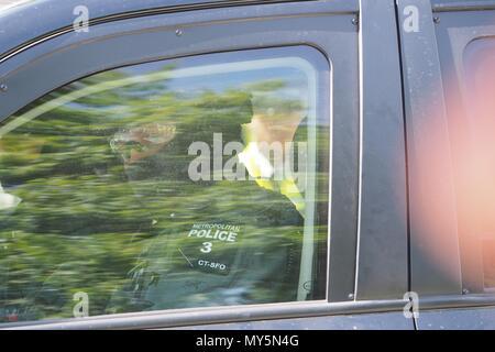 London.UK.6th June 2018.Netanyahu convoy arrives at Downing St. Credit: Brian Minkoff/Alamy Live News - Stock Photo