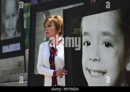 Mexico City, Mexico. 5th June, 2018. Relatives holding portraits of the deceased during the 9th anniversary protest. Demonstration to the impunity and corruption of the Government during the 9 years after the tragedy on 05, June 2009. 25 little girls and 24 little boys died as a result of a fire in the ABC Nursery in Hermosillo, Sonora. Eduardo Bours was the governor. Credit: Carlos Tischler/SOPA Images/ZUMA Wire/Alamy Live News - Stock Photo