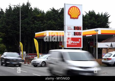 London, UK. 5th June, 2018. Image ©Licensed to i-Images Picture Agency. 05/06/2018. London, United Kingdom. Petrol prices in record monthly rise. A petrol garage in Buckhurst Hill, Essex, with the recent petrol prices displayed as Petrol prices rose by 6p a litre in May - the biggest monthly increase since the RAC began tracking prices 18 years ago. Average petrol prices hit 129.4p a litre, while average diesel prices also rose by 6p to 132.3p a litre. Credit: andrew parsons/Alamy Live News - Stock Photo