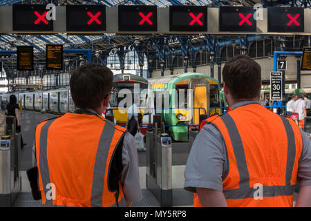 Brighton, East Sussex, UK. 6th June, 2018. The introduction of the new railway timetables nationwide continues to cause disruption in the form of late, delayed, amd cancelled train services at Brighton railway station in East Sussex. Additional staff at the station try their best to reassure and inform customers of changes and cancelled serveices. Changed timings and altered commuter services on trains taking commuters from Brighton on the South coast to the capital using Thameslink amd Southern rail serices. Credit: Steve Hawkins Photography/Alamy Live News - Stock Photo