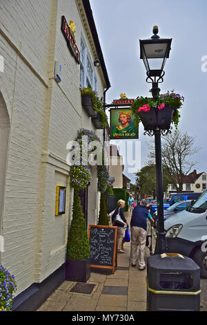 The Kings Head public house located in the central square of Wickham, a well-to-do town in the Hampshire countryside. - Stock Photo