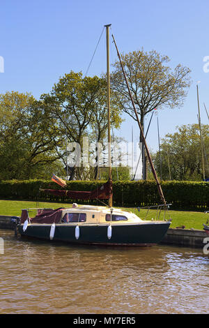 Small Yacht moored on Hickling Broad, Norfolk - Stock Photo