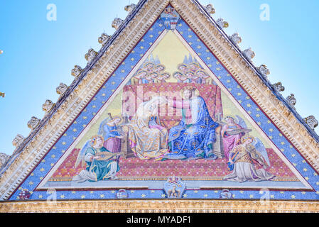 Detail of the facade of the cathedral of Orvieto, Umbria, Italy. Mosaic depicting the coronation of the virgin Mary - Stock Photo