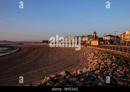 Morecambe Bay Lancashire United Kingdom 6th June 2018                            Setting Sun reflects on the sand of North Beach Morecambe Credit: Photographing North/Alamy Live News - Stock Photo