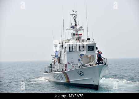 Busan, South Korea. 07th June, 2018. BUSAN, SOUTH KOREA - JUNE 7, 2018: A Korea Coast Guard patrol vessel takes part in joint multitask military exercises off the South Korean port city of Busan, as part of the North Pacific Coast Guard Forum, along with twelve other patrol vessels, five helicopters and special task units of South Korean, Russian, Chinese, Japanese, American and Canadian servicemen. Stanislav Varivoda/TASS Credit: ITAR-TASS News Agency/Alamy Live News - Stock Photo