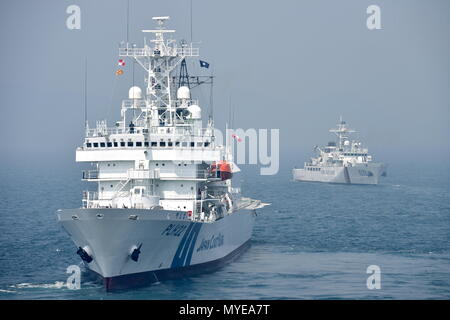 Busan, South Korea. 07th June, 2018. BUSAN, SOUTH KOREA - JUNE 7, 2018: Japan and Korea Coast Guard patrol vessels take part in joint multitask military exercises off the South Korean port city of Busan, as part of the North Pacific Coast Guard Forum, along with eleven other patrol vessels, five helicopters and special task units of South Korean, Russian, Chinese, Japanese, American and Canadian servicemen. Stanislav Varivoda/TASS Credit: ITAR-TASS News Agency/Alamy Live News - Stock Photo
