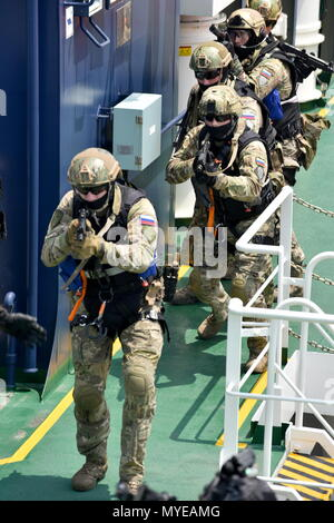 Busan, South Korea. 07th June, 2018. BUSAN, SOUTH KOREA - JUNE 7, 2018: Russian special task unit servicemen take part in joint multitask military exercises off the South Korean port city of Busan, as part of the North Pacific Coast Guard Forum, along with 13 patrol vessels, four other helicopters and special task units of South Korean, Russian, Chinese, Japanese, American and Canadian servicemen. Stanislav Varivoda/TASS Credit: ITAR-TASS News Agency/Alamy Live News - Stock Photo