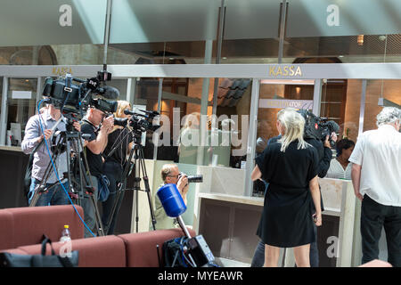 Stockholm, Sweden, June 7, 2018. Stockholm district court today sentenced Rakhmat Akilov to life imprisonment for terrorism attack on Drottninggatan, April 7, 2017. Akilov will be deported after having served his sentence. Journalists wating for the verdict. Credit: Barbro Bergfeldt/Alamy Live News - Stock Photo