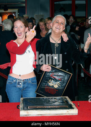 Grace Slick and  her daughter China Kanter on the Rock Walk of Fame at the Guitar Center in Los Angeles. October 22, 2002.            -            GraceSlick KanterChina12.jpgGraceSlick KanterChina12  Event in Hollywood Life - California, Red Carpet Event, USA, Film Industry, Celebrities, Photography, Bestof, Arts Culture and Entertainment, Topix Celebrities fashion, Best of, Hollywood Life, Event in Hollywood Life - California, movie celebrities, TV celebrities, Music celebrities, Topix, Bestof, Arts Culture and Entertainment, Photography,    inquiry tsuni@Gamma-USA.com , Credit Tsuni / USA,  - Stock Photo