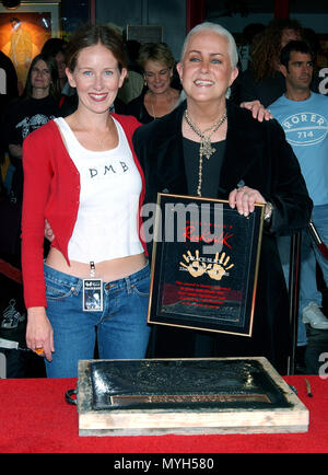Grace Slick and  her daughter China Kanter on the Rock Walk of Fame at the Guitar Center in Los Angeles. October 22, 2002.            -            GraceSlick KanterChina13.jpgGraceSlick KanterChina13  Event in Hollywood Life - California, Red Carpet Event, USA, Film Industry, Celebrities, Photography, Bestof, Arts Culture and Entertainment, Topix Celebrities fashion, Best of, Hollywood Life, Event in Hollywood Life - California, movie celebrities, TV celebrities, Music celebrities, Topix, Bestof, Arts Culture and Entertainment, Photography,    inquiry tsuni@Gamma-USA.com , Credit Tsuni / USA,  - Stock Photo