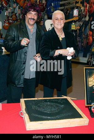 Grace Slick posing with Carmine Peace on the Rock Walk of Fame at the Guitar Center in Los Angeles. October 22, 2002.            -            GraceSlick PeaceCa15rmine.jpgGraceSlick PeaceCa15rmine  Event in Hollywood Life - California, Red Carpet Event, USA, Film Industry, Celebrities, Photography, Bestof, Arts Culture and Entertainment, Topix Celebrities fashion, Best of, Hollywood Life, Event in Hollywood Life - California, movie celebrities, TV celebrities, Music celebrities, Topix, Bestof, Arts Culture and Entertainment, Photography,    inquiry tsuni@Gamma-USA.com , Credit Tsuni / USA, Hon - Stock Photo