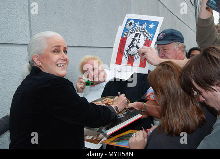 Grace Slick signing authograph after been inducted on the Rock Walk of Fame at the Guitar Center in Los Angeles. October 22, 2002.           -            GraceSlick RockWalkOfFame01.jpgGraceSlick RockWalkOfFame01  Event in Hollywood Life - California, Red Carpet Event, USA, Film Industry, Celebrities, Photography, Bestof, Arts Culture and Entertainment, Topix Celebrities fashion, Best of, Hollywood Life, Event in Hollywood Life - California, movie celebrities, TV celebrities, Music celebrities, Topix, Bestof, Arts Culture and Entertainment, Photography,    inquiry tsuni@Gamma-USA.com , Credit  - Stock Photo