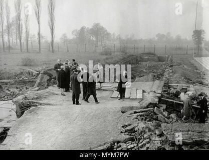 Politicians visiting concentration camps after WW2, Auschwitz, Poland 1940s - Stock Photo