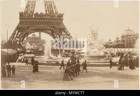 . English: Black and white photograph taken during the Exposition Universelle (1889) from the Champ-de-Mars towards the Trocadero palace (1878) showing the Monumental fountain (1889) in the foreground, the Eiffel Tower arch and, on the right hand, the main entrance of thePalace of Fine-Arts. The striped tents on both sides of the Champ-de-Mars, typical for the 1889 exposition and the Palace of Fine Arts were distroyed after the event. 1889. Unknown 408 Paris Exposition 1889 Champ-de-Mars towards Trocadero - Stock Photo