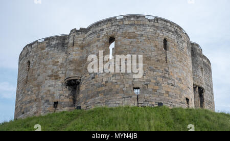 Clifford's Tower, built at the top of a mound by William the Conqueror, a remnant of York Castle. Site of Jewish suicide and massacre of Jewsby mob. - Stock Photo
