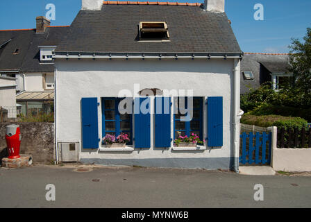 Rural stone cottage near Le Lan on the Ile d'Arz within the Morbihan, near Vannes, Brittany, France - Stock Photo