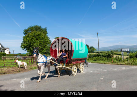 Appleby-in-Westmorland, U.K. 7th June 2018. Travellers  arriving at the Appleby Horse Fair. The fair has existed since 1685 under the protection of a charter granted by King James II. Starting the first week in June and running for a week the fair is visited by Romany Gypsies, Horse Dealers and Travellers from across Europe. Credit: Mark Richardson/Alamy Live News - Stock Photo