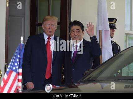 Washington, USA. 7th June, 2018. U.S. President Donald Trump (1st L) welcomes Japanese Prime Minister Shinzo Abe (2nd L) at the White House in Washington, DC, the United States, on June 7, 2018. Credit: Yang Chenglin/Xinhua/Alamy Live News - Stock Photo