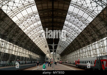 Moscow, Russia. 07th June, 2018. MOSCOW, RUSSIA - JUNE 7, 2018: A train shed at Kiyevsky Railway Station. Sergei Fadeichev/TASS Credit: ITAR-TASS News Agency/Alamy Live News - Stock Photo