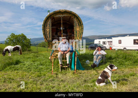 Appleby-in-Westmorland, U.K. 7th June 2018. Travellers  at the Appleby Horse Fair. The fair has existed since 1685 under the protection of a charter granted by King James II. Starting the first week in June and running for a week the fair is visited by Romany Gypsies, Horse Dealers and Travellers from across Europe/ Credit: Mark Richardson/Alamy Live News - Stock Photo