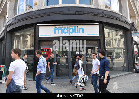Strand, London, UK. 8th June 2018. Maplin branch on the  Strand now closed down after the company went into administration. Credit: Matthew Chattle/Alamy Live News - Stock Photo