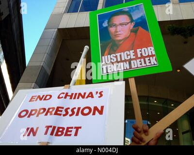 Seattle, Washington, USA. 22nd September, 2015. The Tibet supporters protest against Cinese. President Xi. Credit: - Stock Photo