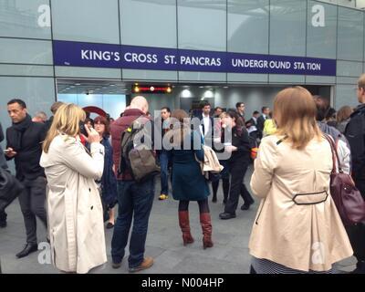 Battle Bridge Pl, London, UK. 07th Oct, 2015. Kings cross underground station is evacuated just before 9am on Wednesday - Stock Photo