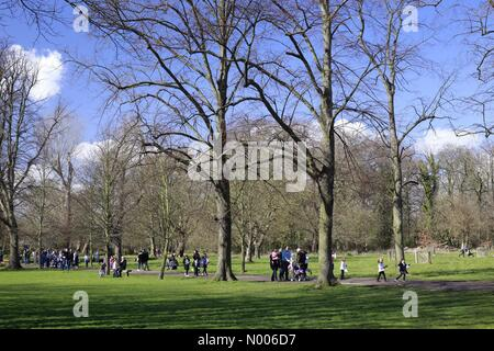 Wimbledon, London, UK. 25th March, 2016. Families out enjoying the lovely Good Friday sunshine in Morden Hall park, - Stock Photo