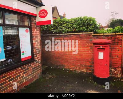 Portsmouth Rd, Milford, Godalming, UK. 20th Dec, 2016.  Theresa May is coming under increasing pressure as 1000 - Stock Photo