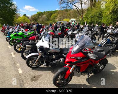 KIRKBY LONSDALE, CUMBRIA, UK.  23/04/2017. Meeting of motorcyclists at Devils Bridge in Kirkby Lonsdale. April 2017 - Stock Photo