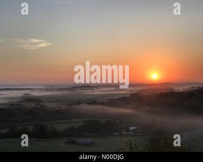 Wareham, UK. 10th May, 2017. UK Weather: Sunrise over Corfe Castle. Wareham, Dorset. 10th May 2017. High pressure - Stock Photo